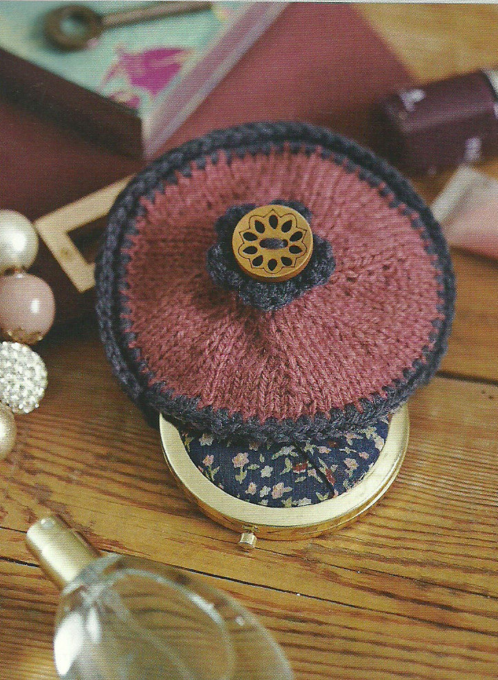 knitted compact purse
