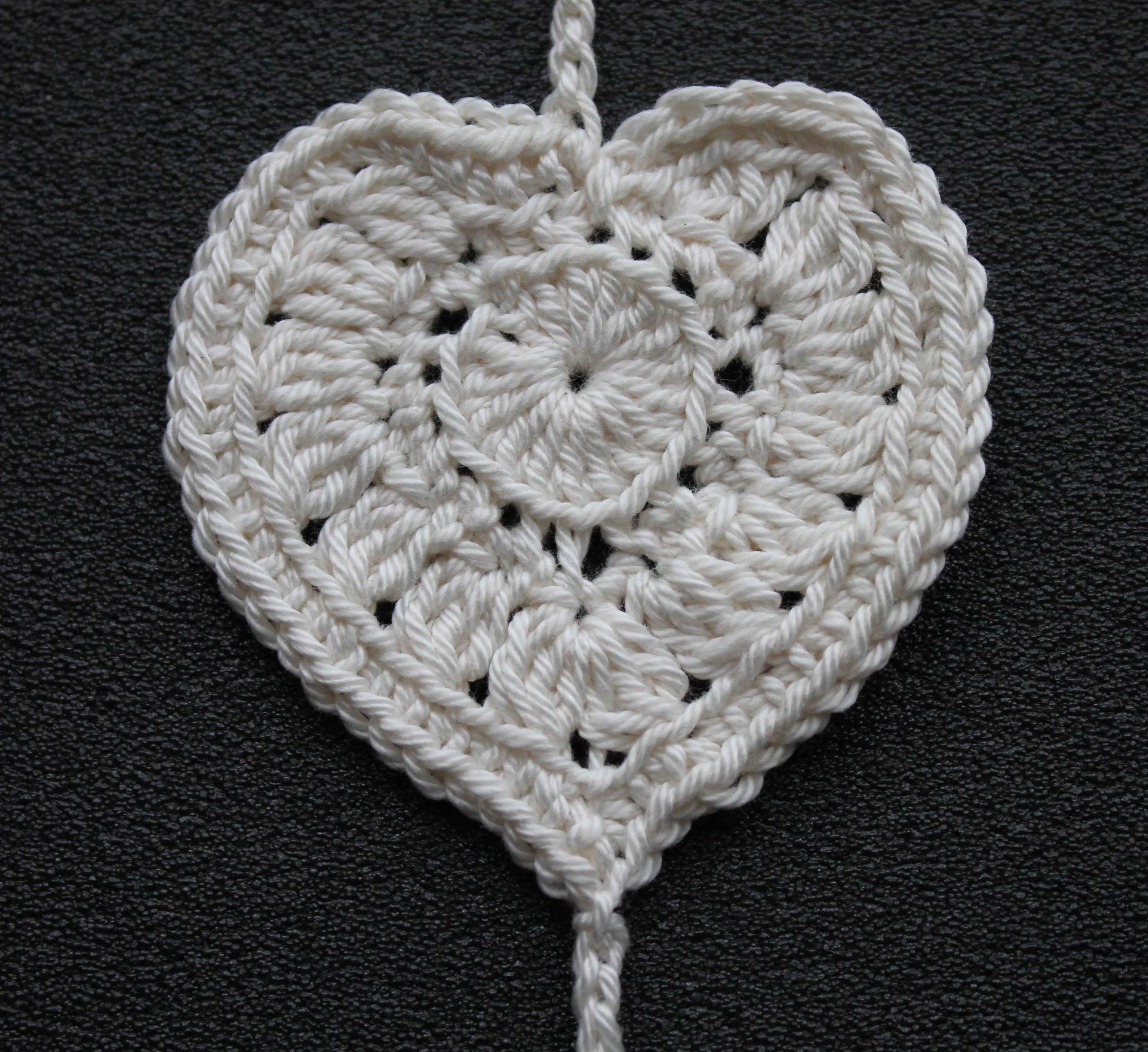 medium crochet heart1